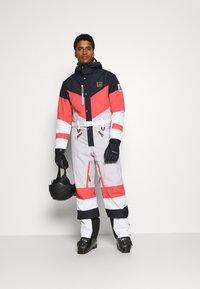 OOSC - FRANK THE TANK  - Snow pants - white - 1