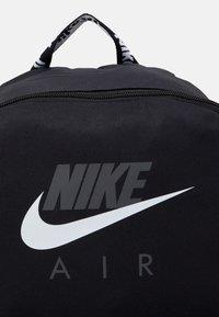 Nike Sportswear - AIR HERITAGE UNISEX - Rygsække - black/iron grey/white - 3