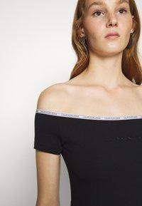 Calvin Klein Jeans - LOGO TRIM BARDOT - Print T-shirt - black - 4