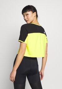 The North Face - W ACTIVE TRAIL - Print T-shirt - lemon - 2