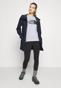 The North Face - WOMENS WOODMONT RAIN JACKET - Hardshell-jakke - urban navy - 1
