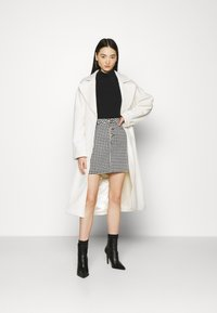 Missguided - HOUNDSTOOTH SKIRT - Mini skirt - black - 1