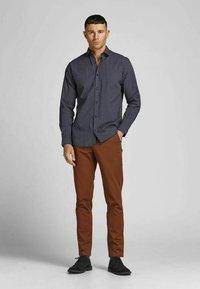 Jack & Jones PREMIUM - JPRBLABLACKPOOL STRETCH  - Formal shirt - navy blazer - 1