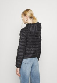 Levi's® - PACKABLE JACKET - Lett jakke - caviar - 2