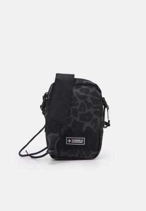 COMMS POUCH PRINT UNISEX - Across body bag - black