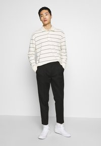 Topman - PLEAT TAPER - Trousers - black - 1