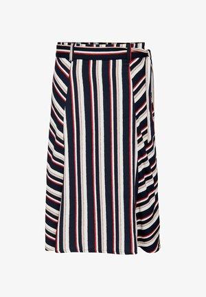 A-line skirt - navy blazer 2