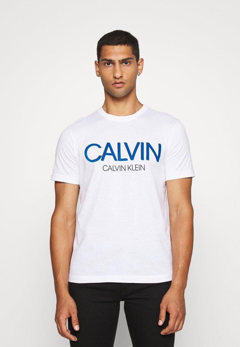 Calvin Klein - SHADOW LOGO - Camiseta estampada - white
