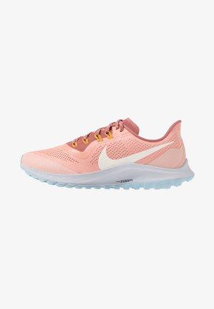 AIR ZOOM PEGASUS 36 TRAIL - Zapatillas de trail running - pink quartz/pale ivory