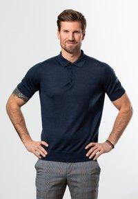 Francesco Fabbri - Polo shirt - dunkelblau - 0