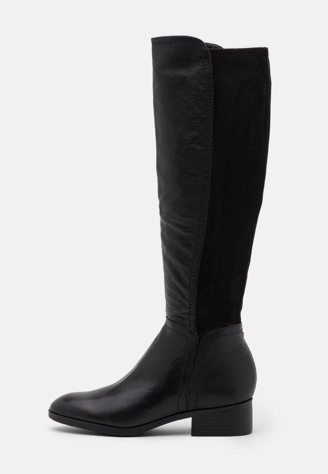 GWEACIA - Høje støvler/ Støvler - black