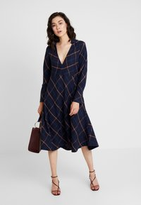 And Less - DEBRA DRESS - Kjole - blue nights - 2