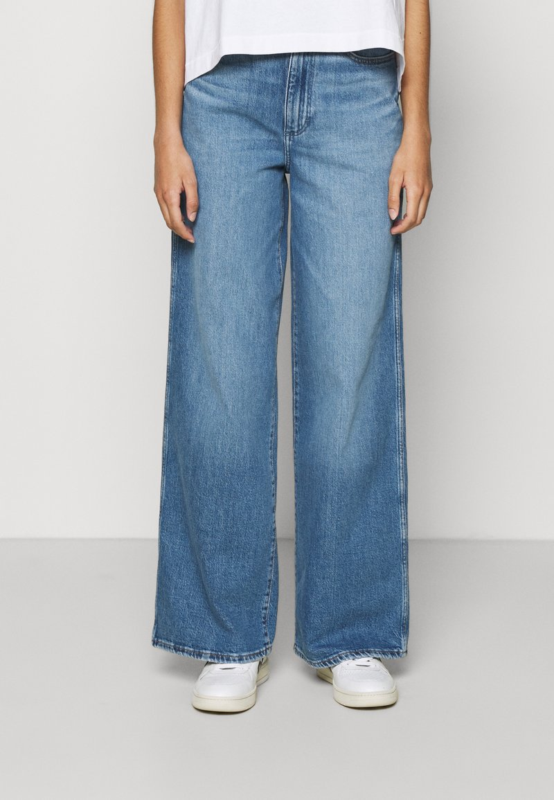Wrangler - WORLD WIDE - Relaxed fit jeans - light blue denim