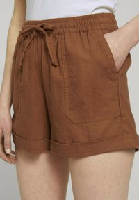 TOM TAILOR DENIM - Shorts - amber brown - 4