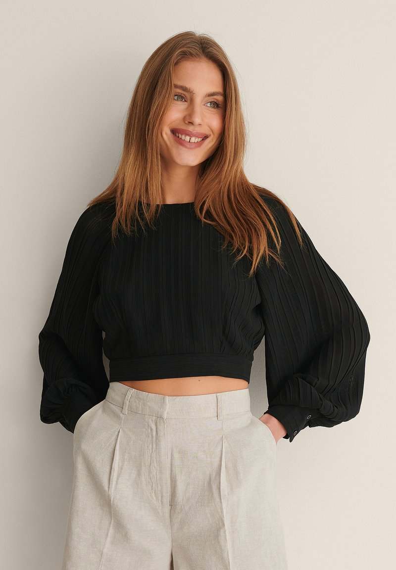 NA-KD - OPEN BACK PLEATED BLOUSE - Long sleeved top - black