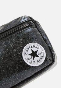 Converse - GLITTER WAIST PACK UNISEX - Taška spříčným popruhem - black - 4