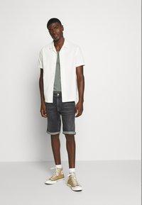 Tommy Jeans - RONNIE - Denim shorts - barton black comfort - 1