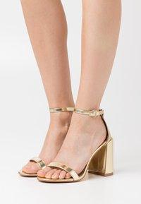 RAID - LORAINE - Sandály na vysokém podpatku - gold - 0