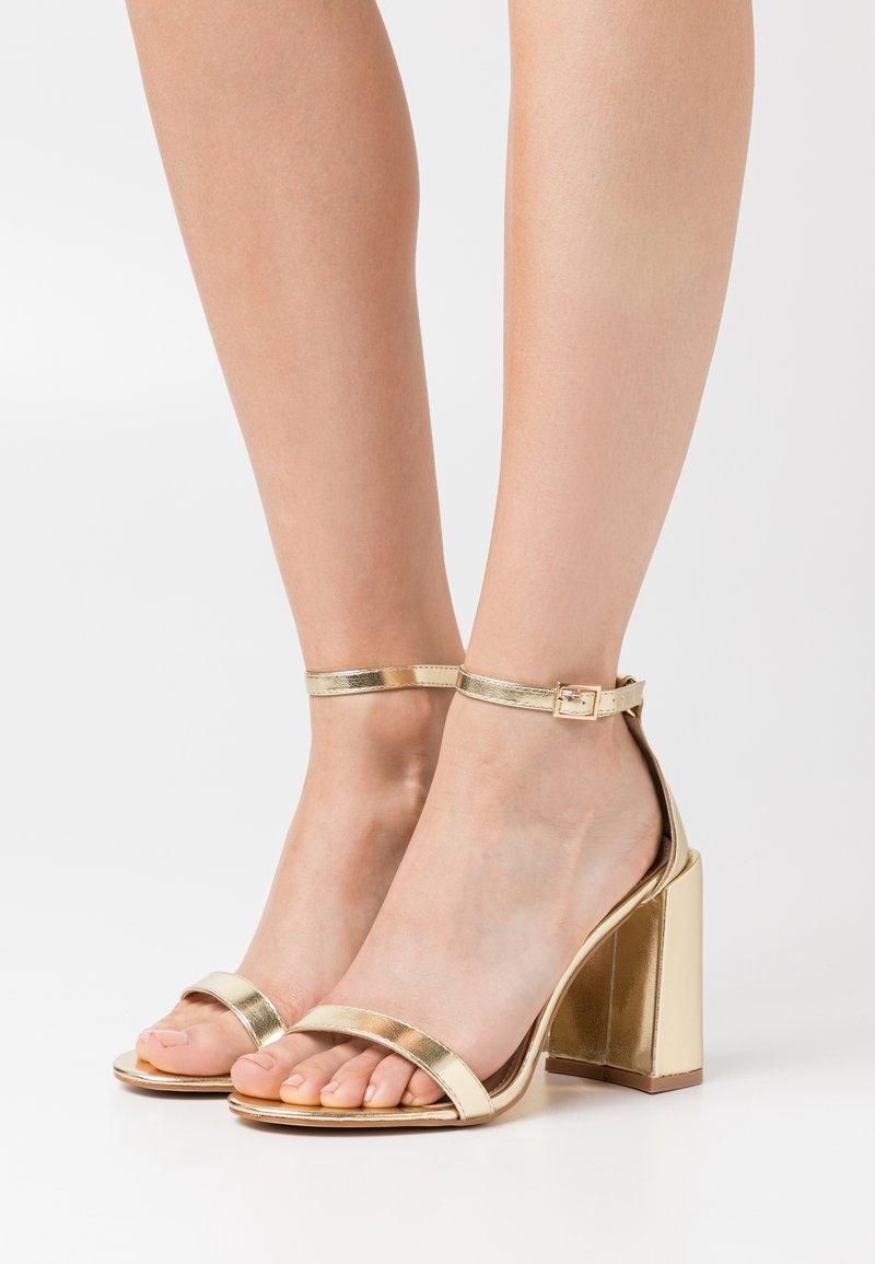 RAID - LORAINE - Sandály na vysokém podpatku - gold