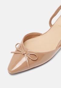 ALDO - FELLAN - Slingback ballet pumps - bone - 6
