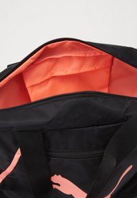 Puma - GRIP BAG PEARL - Bolsa de deporte - black/peach - 3