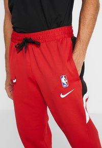 Nike Performance - NBA CHICAGO BULLS THERMAFLEX PANT - Verryttelyhousut - university red/black/white - 3