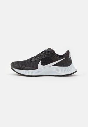 PEGASUS TRAIL 3 - Zapatillas de trail running - black/pure platinum/dark smoke grey