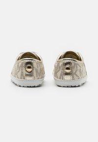 MICHAEL Michael Kors - BABY BORIUM - First shoes - vanilla - 2