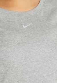 Nike Sportswear - TEE PLUS - Basic T-shirt - grey heather - 5