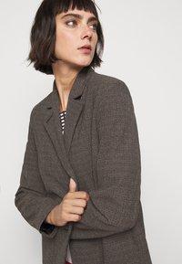 Won Hundred - LINDA - Short coat - brown melange - 5