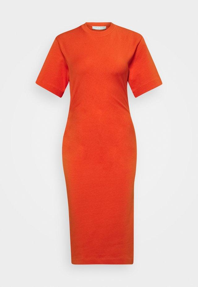 IZLY - Žerzejové šaty - lava