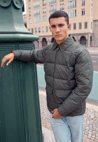 Volcom - HOBRO JACKET - Winter jacket - military - 2