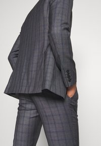 Isaac Dewhirst - CHECK SUIT - Kostym - grey - 8