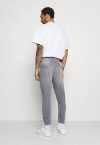 Gabba - ALEX SANZA - Jeans Tapered Fit - grey denim - 2