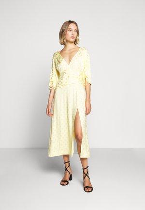 PENELOPE DRESS - Day dress - lemonade