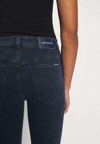 Calvin Klein Jeans - HIGH RISE SUPER SKINNY - Jeans Skinny Fit - dark blue denim - 5