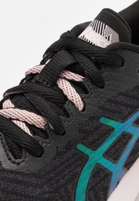 ASICS - ROADBLAST THE NEW STRONG - Zapatillas de running neutras - graphite grey/ginger peach - 5