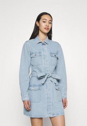 UTILITY POCKET BELTED DENIM DRESS - Denim dress - light blue