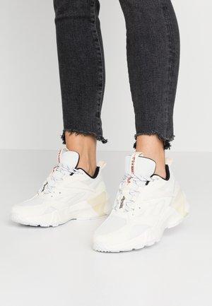 AZTREK DOUBLE MIX - Sneaker low - chalk/classic white/black