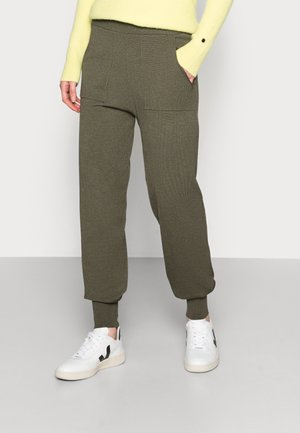 ADITHA PANTS - Teplákové kalhoty - army green