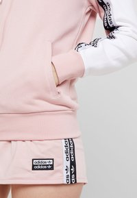adidas Originals - TAPE TRACK HOODIE - Sweatjacke - white/pink spirit - 3