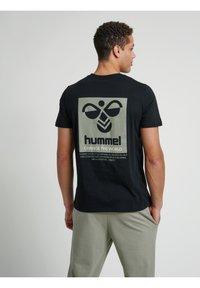 Hummel - HMLTORONTO  - T-shirts print - black - 9