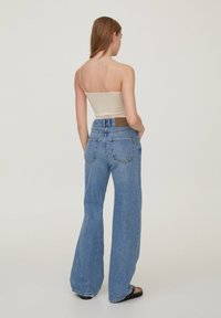 PULL&BEAR - 2 PACK STRAPPY CROP - Top - off white - 5