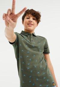 WE Fashion - Polo shirt - army green - 1