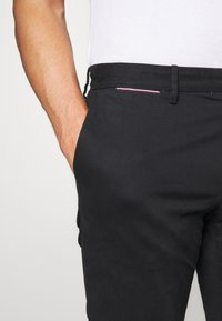 Tommy Hilfiger - DENTON  - Chino - black - 4