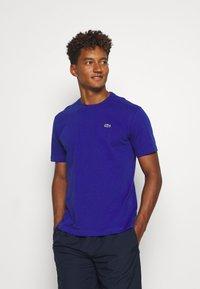 Lacoste Sport - HERREN - T-shirt - bas - cosmic - 0