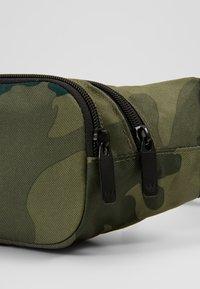 adidas Originals - CAMO WAISTBAG - Bum bag - green - 5