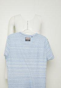 Petrol Industries - T-shirt med print - light sky - 4