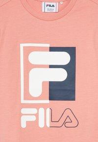 Fila - SAKU - T-shirt imprimé - lobster bisque - 3