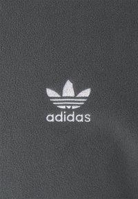 adidas Originals - ESSENTIAL UNISEX - Fleecetröja - grey - 2